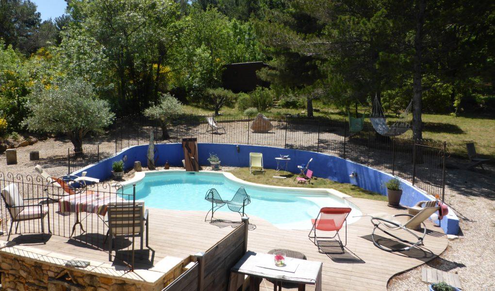 Une piscine de jour